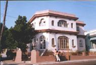 Fachada de la Biblioteca Pública René Orestes Reiné del Municipio 10 de Octubre